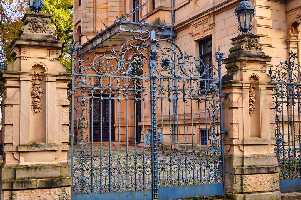 portail bleu fer mairie